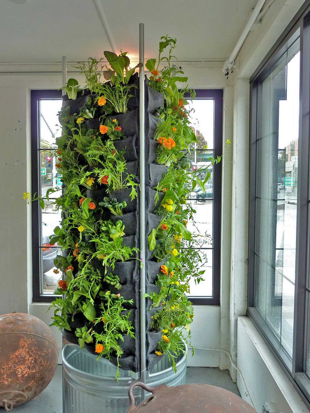 Florafelt-Vertical-Garden-Aquaponic-Tower-2